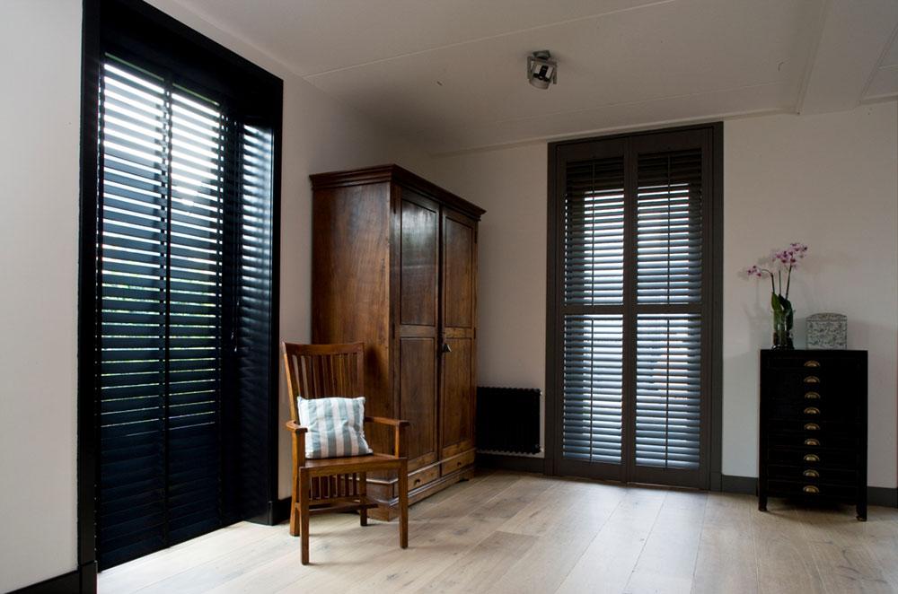 Zwarte jasno shutters